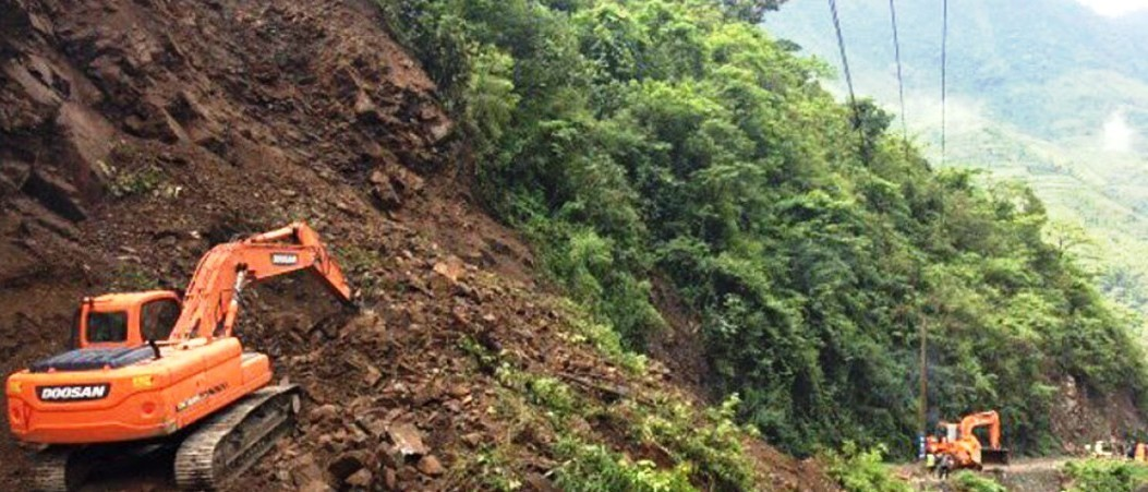 नारायणगढ-मुग्लिन सडकमा पुनः पहिरो
